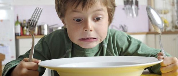enfant_assiette